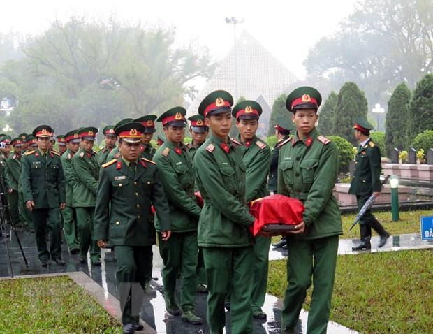 An tang hai cot liet sy quan tinh nguyen Viet Nam hy sinh tai Lao hinh anh 1