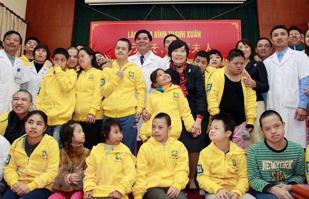 Phu nhan Thu tuong Nhat Ban Abe xuc dong tham tre khuyet tat hinh anh 1