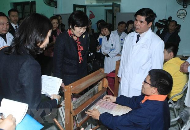 Phu nhan Thu tuong Nhat Ban Abe xuc dong tham tre khuyet tat hinh anh 3