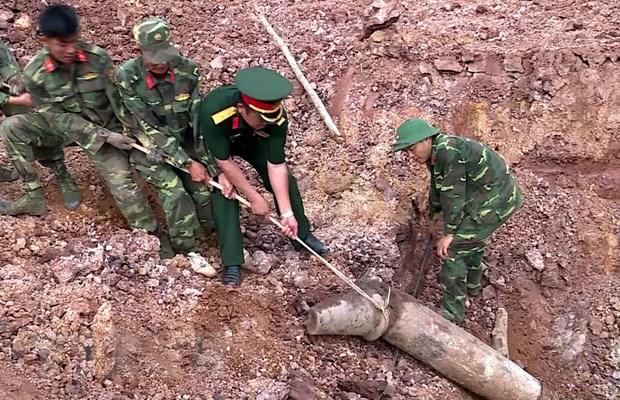 Phat hien qua bom nang hon 240kg tai Huong Hoa cua Quang Tri hinh anh 1
