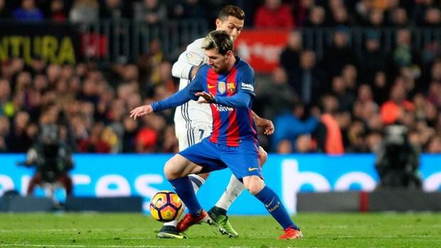 Cuoc dua vo dich La Liga: Real co loi the, Barcelona khong bo cuoc hinh anh 1