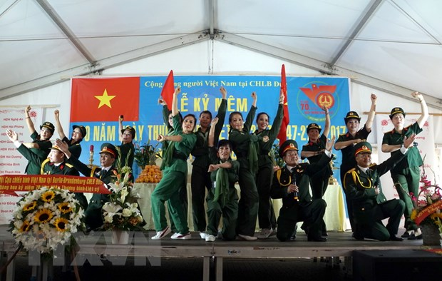 Cong dong nguoi Viet tai Duc to chuc tri an cac anh hung liet sy hinh anh 1