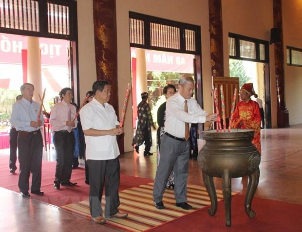 Dang huong, tuong niem 48 nam Ngay mat cua Chu tich Ho Chi Minh hinh anh 1