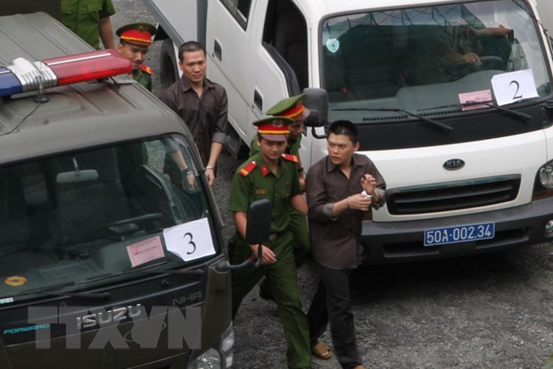 Tuyen an nhom khung bo dat bom xang o san bay Tan Son Nhat hinh anh 1