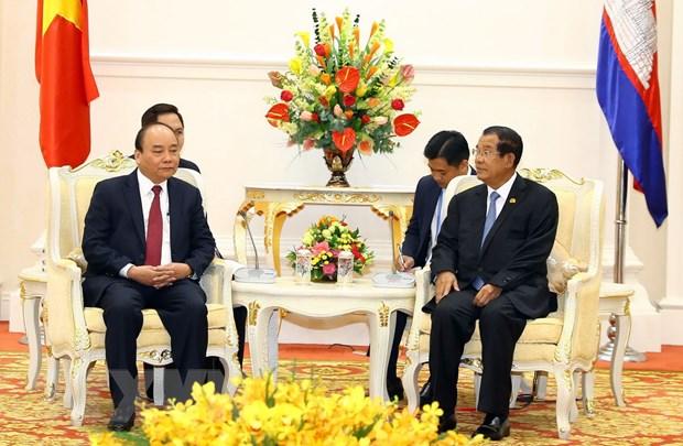Thu tuong Nguyen Xuan Phuc lam viec voi Thu tuong Campuchia Hun Sen hinh anh 1