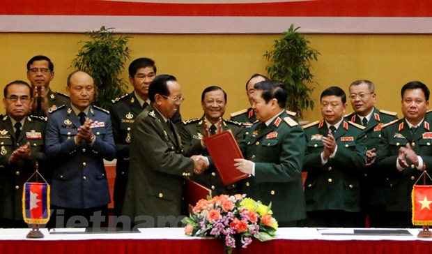 Thuc day phat trien quan he hop tac quoc phong Viet Nam-Campuchia hinh anh 1