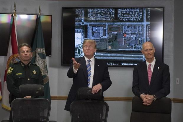 Vu xa sung o Florida: Ong Trump den Parkland tham hoi cac nan nhan hinh anh 1