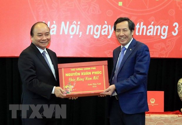 Thu tuong Nguyen Xuan Phuc tham va lam viec voi Bao Nhan dan hinh anh 1