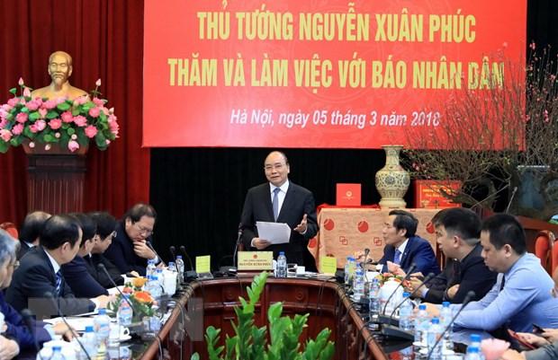 Thu tuong Nguyen Xuan Phuc tham va lam viec voi Bao Nhan dan hinh anh 2
