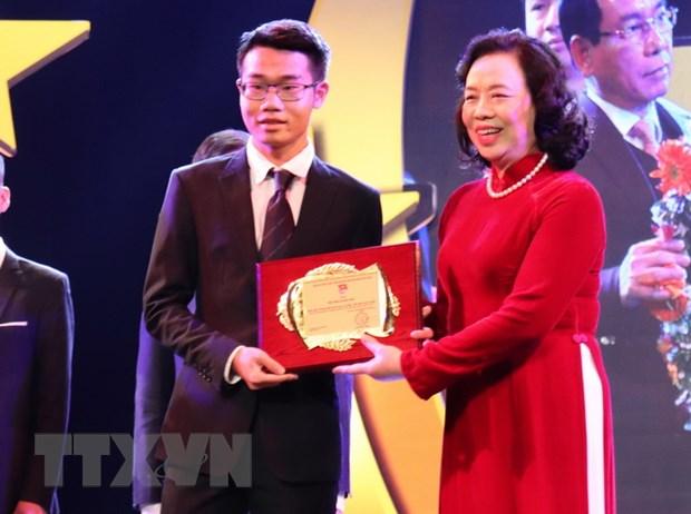 """Dinh Quang Hieu: Chang trai vang voi nhung """"cu dup"""" giai thuong hinh anh 2"""