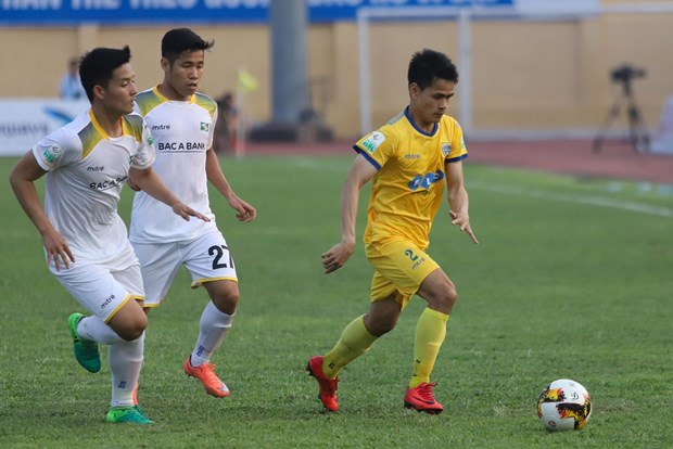 Tong hop vong 4 V-League: Than Quang Ninh vung vang ngoi dau hinh anh 1