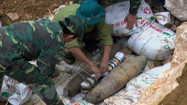 Hoa Binh pha huy thanh cong 2 qua bom sot lai sau chien tranh hinh anh 1