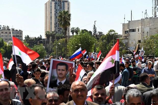 Nguoi dan Syria xuong duong ung ho tong thong Bashar al-Assad hinh anh 1