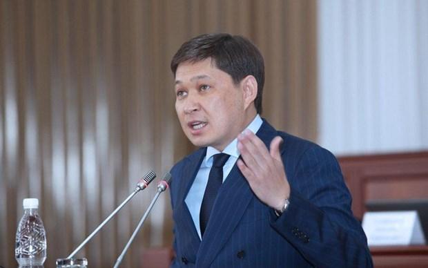 Chinh phu cua Thu tuong Kyrgyzstan Isakov co nguy co bi bai nhiem hinh anh 1