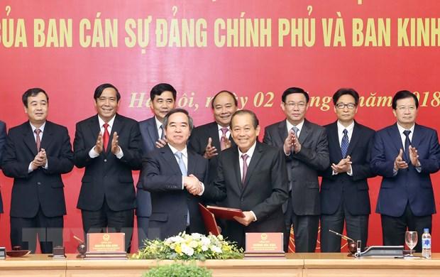 Ban Can su dang Chinh phu va Ban Kinh te TW ky phoi hop cong tac hinh anh 1