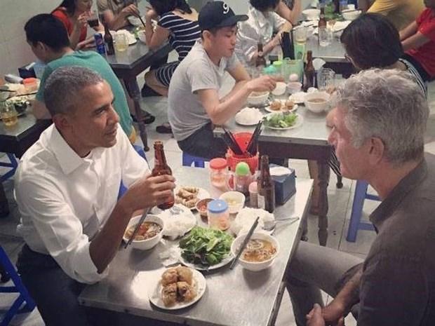 Dau bep an bun cha cung ong Obama o Viet Nam qua doi do tu sat hinh anh 2