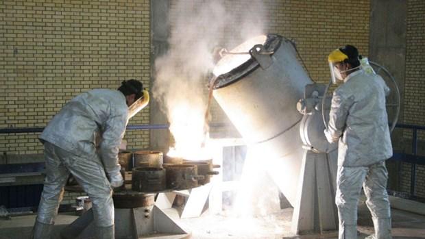 Sot ruot cho xac nhan JCPOA, Iran doa tiep tuc lam giau urani hinh anh 1