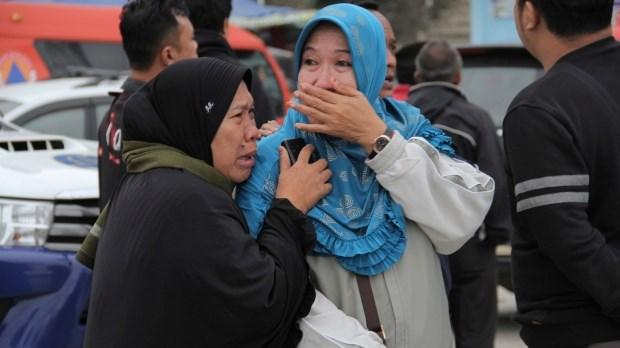 Indonesia no luc tim kiem nguoi mat tich trong vu chim thuyen hinh anh 1