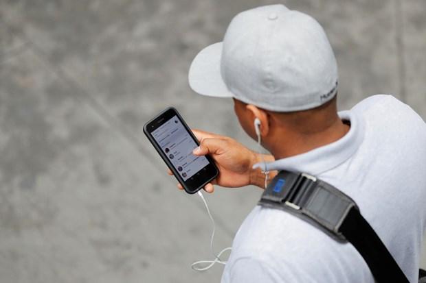Apple phu nhan iPhone nghe len va tu y ghi am nguoi dung hinh anh 1