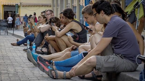 Cuba trien khai thu nghiem dai tra mien phi dich vu Internet di dong hinh anh 1