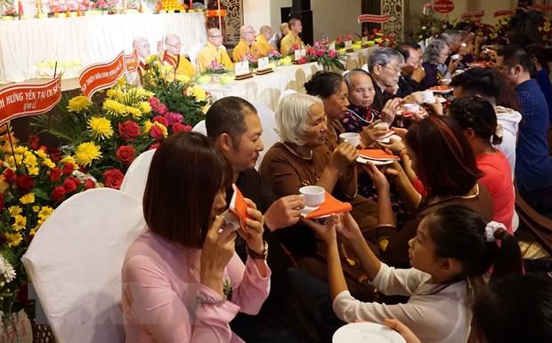 "Xuc dong le ""Vu Lan bao hieu"" cua cong dong nguoi Viet tai Sec hinh anh 1"