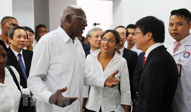 Doan dai bieu Cuba tham Benh vien Huu nghi Viet Nam-Cuba Dong Hoi hinh anh 1
