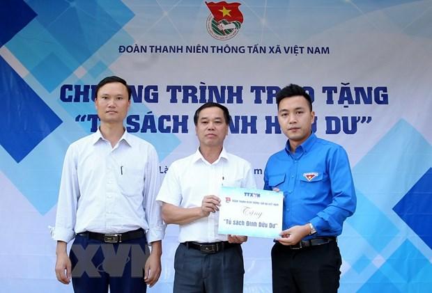 'Tu sach Dinh Huu Du' cua tuoi tre Thong tan den voi mien nui Bat Xat hinh anh 2
