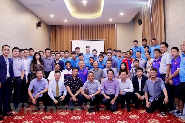 AFF Suzuki Cup: Dai su Viet Nam dong vien tinh than doi tuyen Viet Nam hinh anh 1