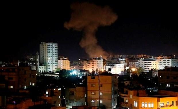 Israel khong kich Dai Gaza sau vu phong rocket cua Palestine hinh anh 1