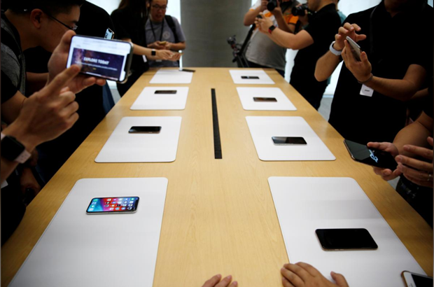 Nhat bao Pho Wall: Apple cat giam san luong ca ba mau iPhone moi hinh anh 1