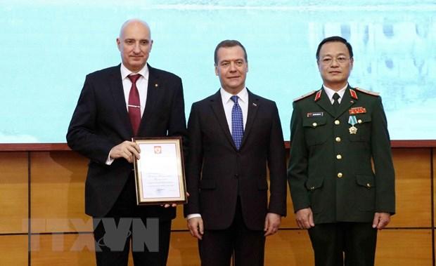 Thu tuong Nga tham, trao phan thuong tang Trung tam Nhiet doi Viet-Nga hinh anh 1