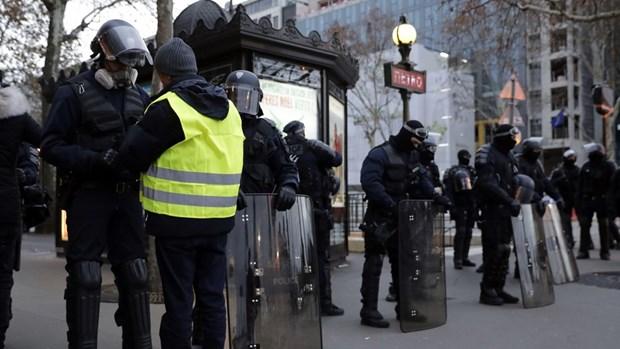 Phap: Nguoi bieu tinh bat dau tuan hanh tren Dai lo Champs-Elysees hinh anh 1