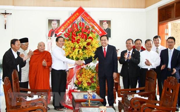 Chu tich MTTQ Viet Nam chuc mung nhan dip Giang sinh tai Binh Duong hinh anh 1