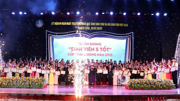 """Tuyen duong """"Sinh vien 5 tot"""" va trao giai thuong """"Sao Thang Gieng"""