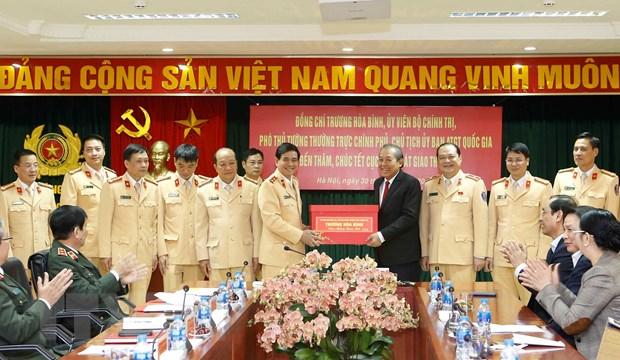 Pho Thu tuong Truong Hoa Binh chuc Tet mot so don vi Bo Cong an hinh anh 1