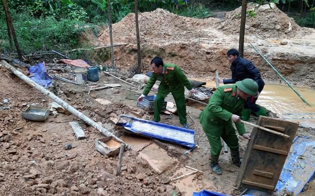 Tuyen Quang: Xu ly dut diem tinh trang khai thac khoang san trai phep hinh anh 1