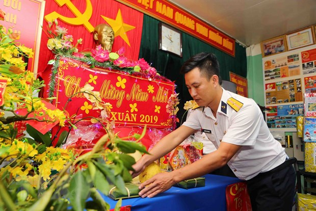 """Don Xuan moi tren nhung """"ngoi nha"""" cheo leo giua bien khoi hinh anh 2"""