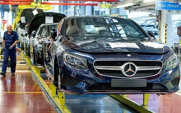 Doanh so ban xe trong thang 1 cua Mercedes-Benz sut giam hinh anh 1