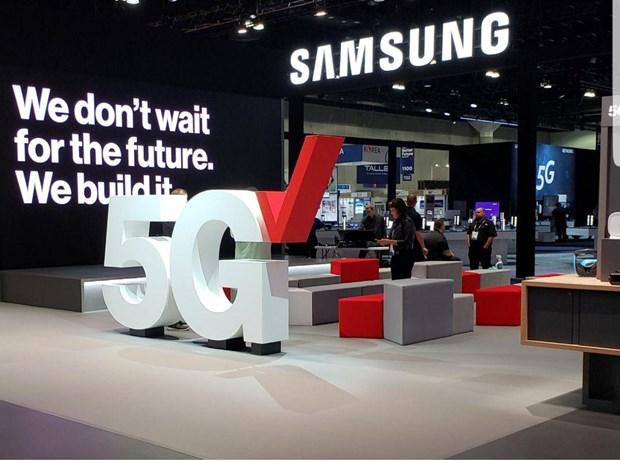 Tan dung rac roi cua Huawei, Samsung dat cuoc lon vao thiet bi mang hinh anh 1