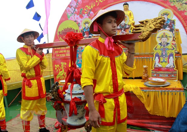 Le ruoc nuoc - nghi le quan trong trong Le hoi Den Tran o Thai Binh hinh anh 1