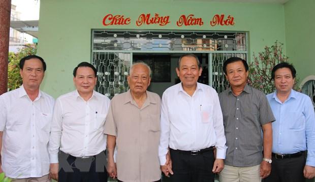 Pho Thu tuong Truong Hoa Binh tham cac gia dinh chinh sach tai Can Tho hinh anh 1