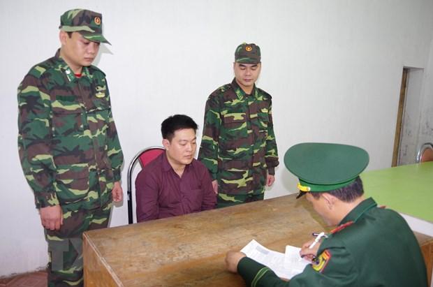 Quang Ninh: Bat giu khan cap doi tuong tron na tai cua khau Mong Cai hinh anh 1