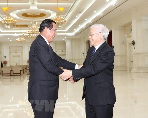 Bao Hong Kong: 'Tinh huu nghi Viet Nam-Campuchia ngay cang nong am' hinh anh 2