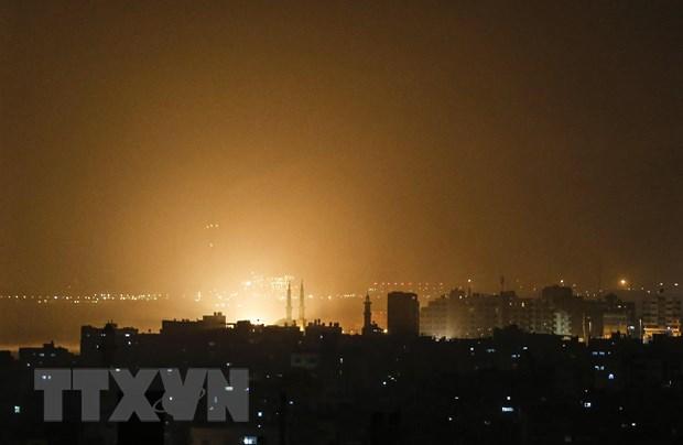 Israel khong kich Gaza tra dua vu phong rocket vao gan Tel Aviv hinh anh 1