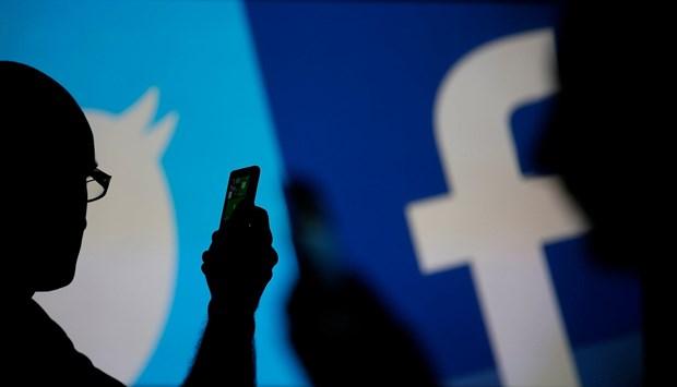 EU chi trich Facebook, Twitter chua lam du kha nang chong tin gia hinh anh 1