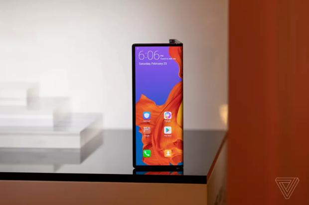 Dien thoai gap Huawei Mate X co nguy co