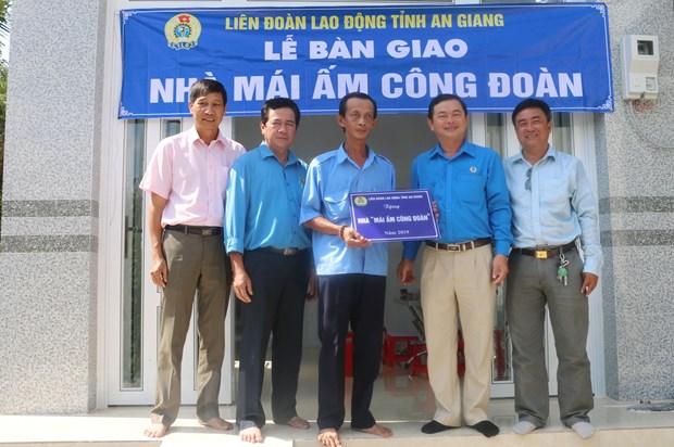 'Thang Cong nhan' - Xay dung chinh sach tot hon cho nguoi lao dong hinh anh 1