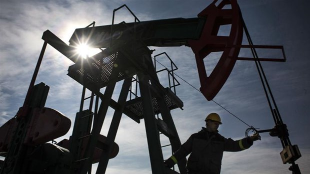 Saudi Arabia và Nga hợp tác ngăn chặn giá dầu lao dốc
