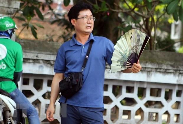 Nang nong gay gat tiep tuc o Bac Bo va Trung Bo, nhiet do hon 40 do C hinh anh 1