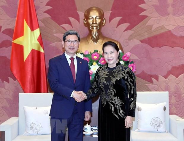Chu tich Quoc hoi tiep Chu tich Nhom nghi si huu nghi Han-Viet hinh anh 1